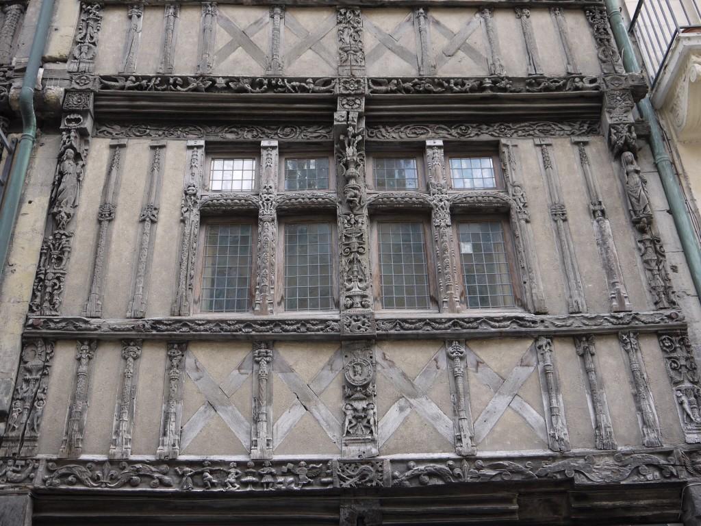 Historisch geveldetail in Caen