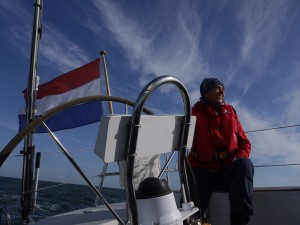 Jeike aan het roer op de Waddenzee